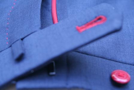 イズントのオーダースーツ、糸の色で遊ぶ